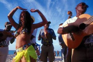 cuba_girldance_beach_75100-771979